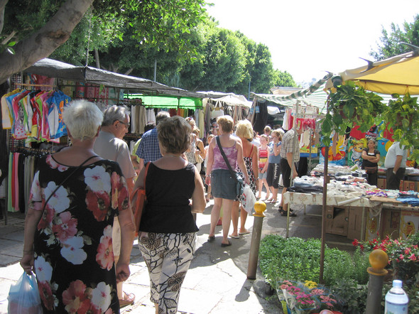 In La Herradura there is a lively daily municipal market.